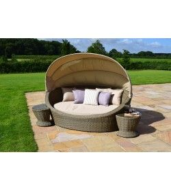 Winchester Daybed with Side Tables